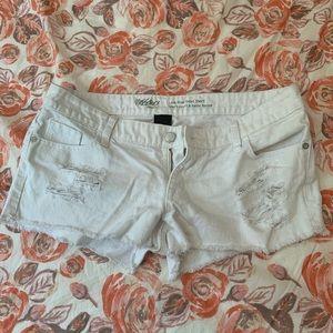 Mossimo White Distressed Denim Shorts Size 8/29